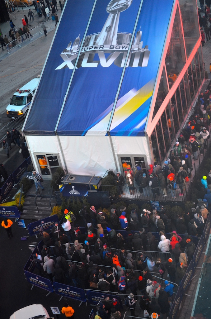 Vince lombardi trophy line full access nyc for Activities in times square